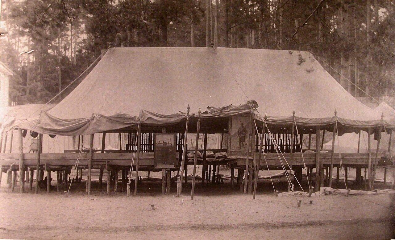 03. Общий вид спальной палатки в летнем лагере потешных