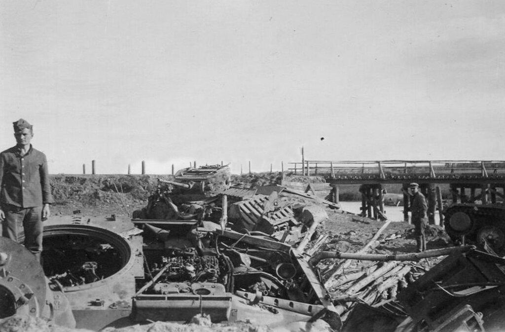 Подбитые пехотные танки Mk.III Valentine.