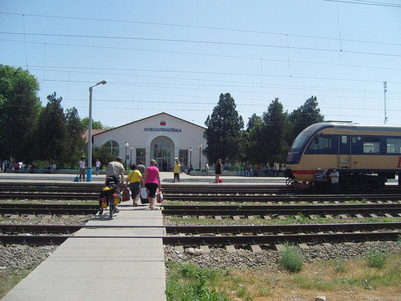 станция Новоалексеевка. Здание вокзала и кусок эл-ки