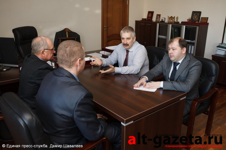Букин провёл встречу с представителями ЗОМЗа