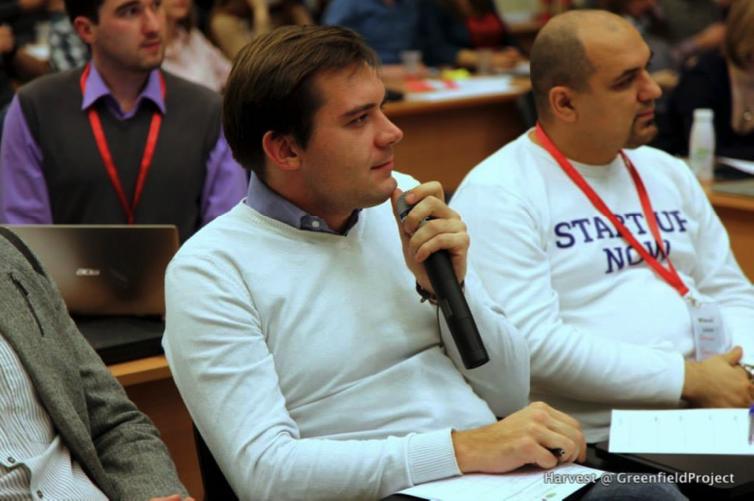 В центре: Геннадий Хараев, CEO и сооснователь DinVio
