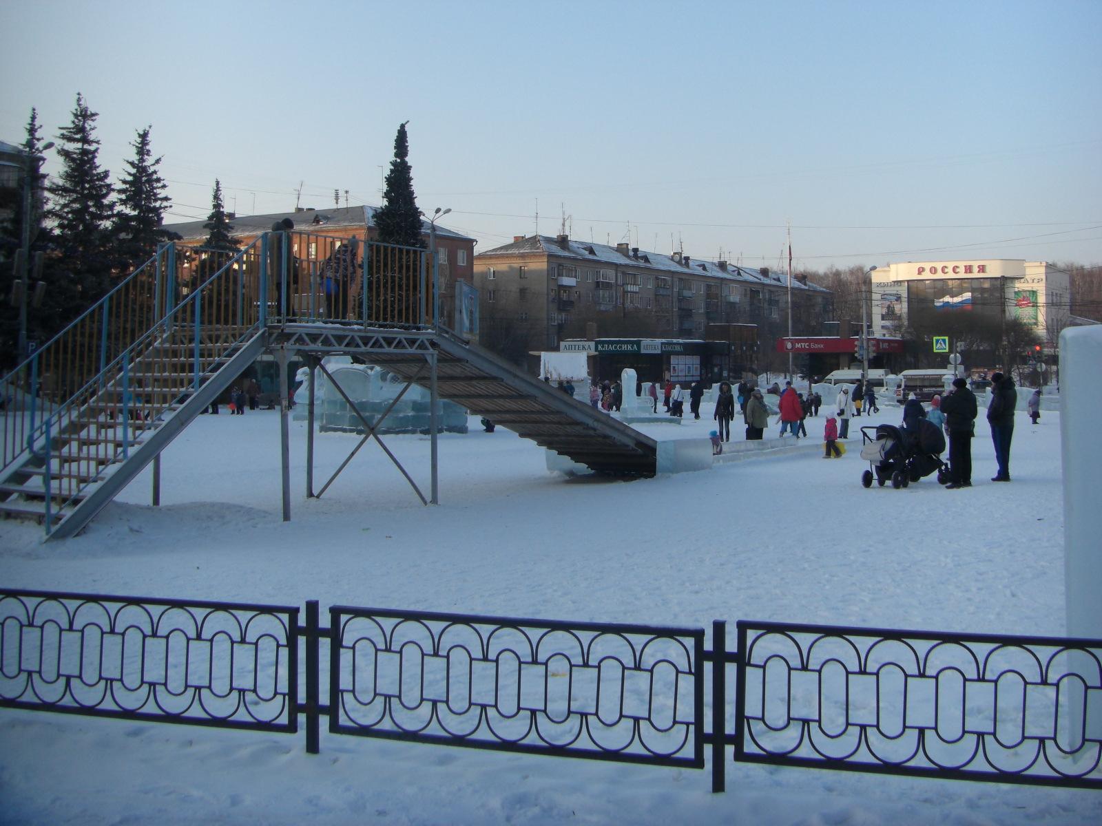 Ледовый городок укинотеатра