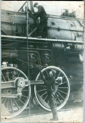Техническое обслуживание паровоза серии ИС в депо Петропавловск, 1950-е.jpg