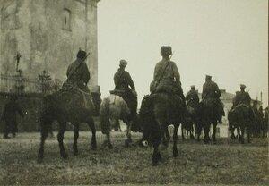 Вступление казачьего патруля в одну из галицийских деревень.