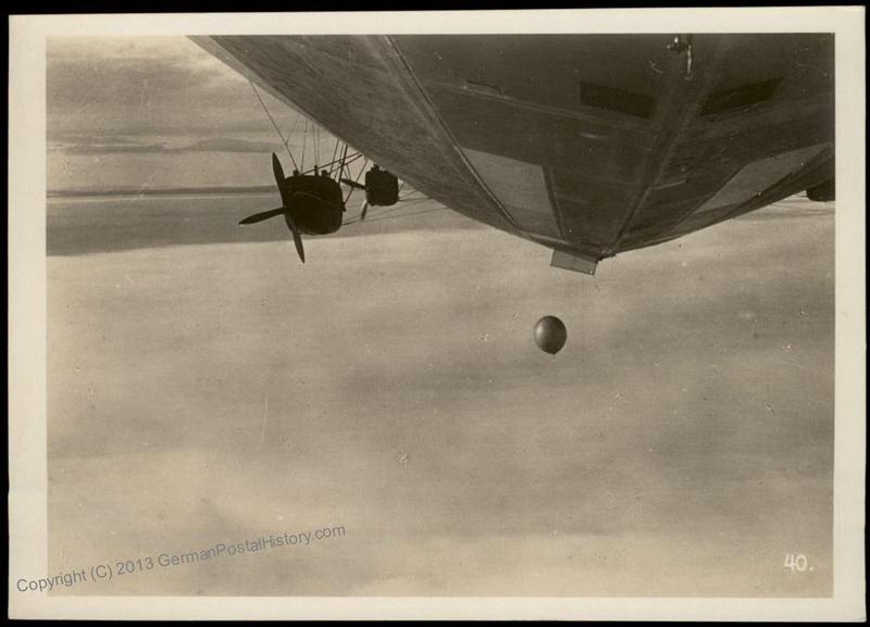 1931-07-28 11.10 40 сброс радиозонда Молчанова - официальный фотосет Zeppelin 1.jpg