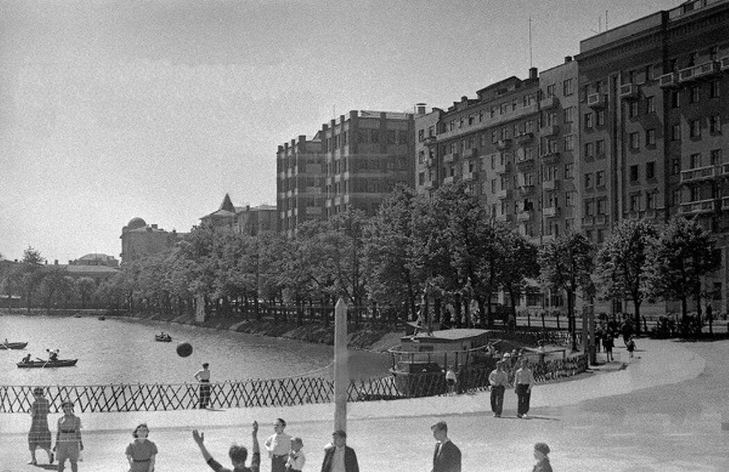 1930. Чистые пруды
