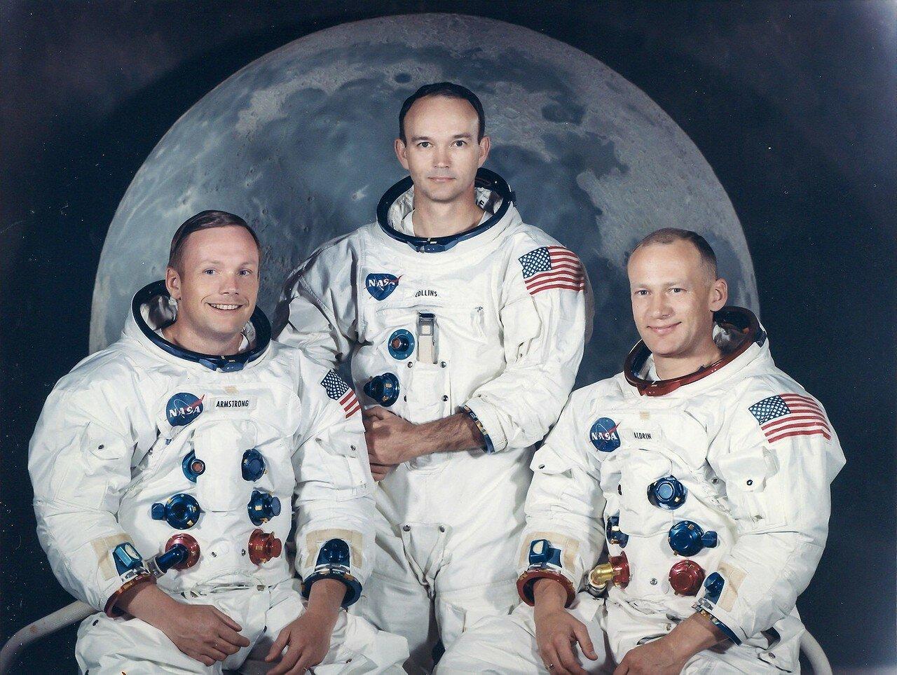 1969. «Аполлон-11» — пилотируемый космический корабль, в ходе полёта которого 16—24 июля 1969 года жители Земли впервые в истории совершили посадку на поверхность другого небесного тела — Луны. На снимке официальный портрет экипажа «Аполлона-11»