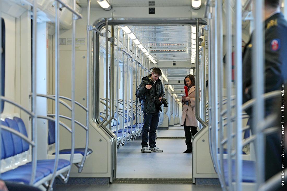 внутренности состава метро 81-760А