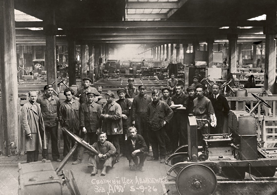 Workers at AMO (presently ZIL) car factory, 1926.jpg