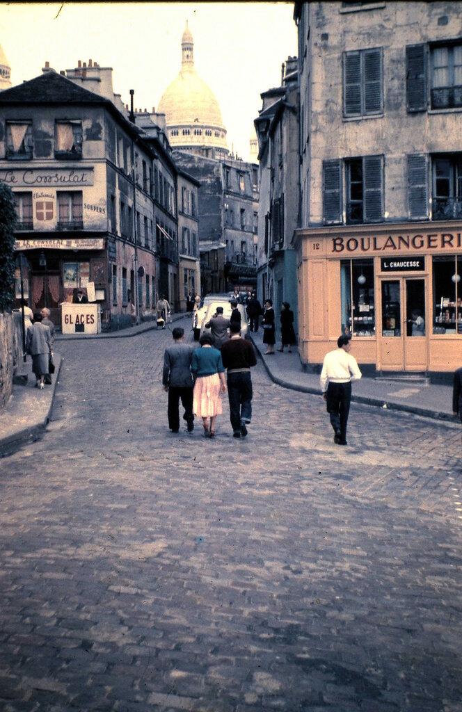 1955 Montmartre Paris.jpg