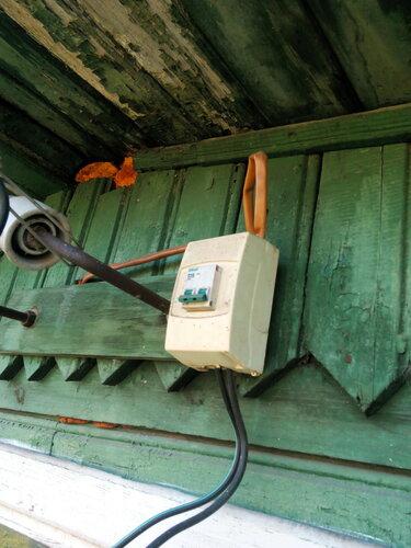 Вызов электрика аварийной службы в частный дом из-за перебоев электроснабжения