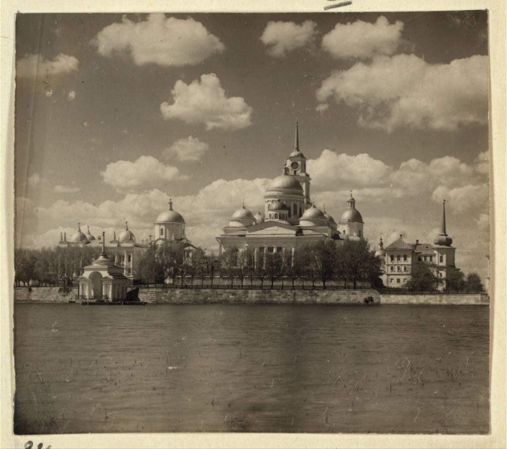 Вид монастыря преп. Нила Столобенского на озере Селигер