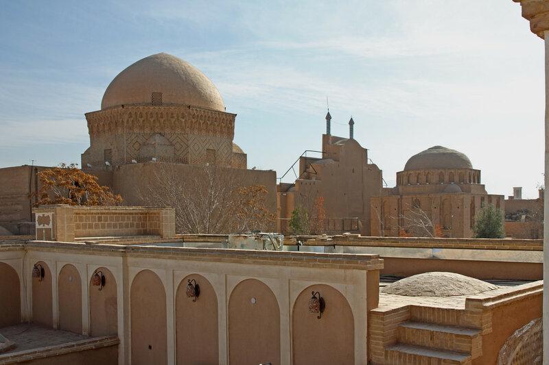 Вид на медресе и мавзолей 12 имамов