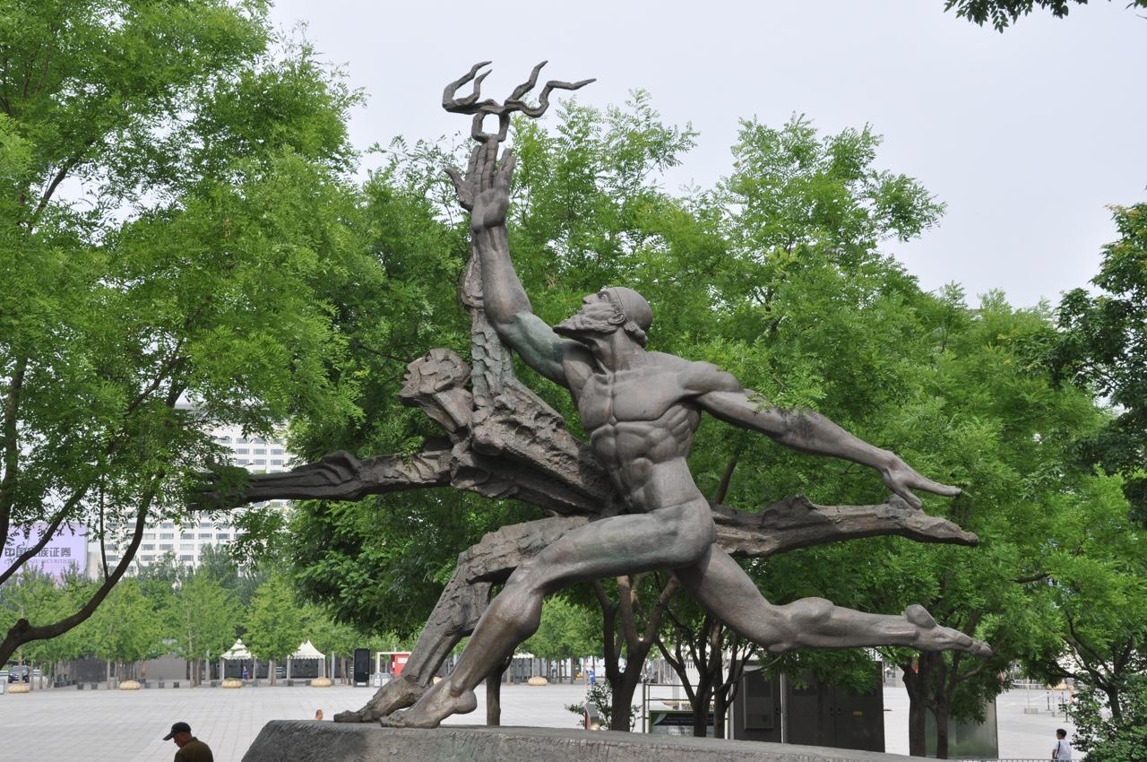 Скульптура в Олимпийском парке в Пекине