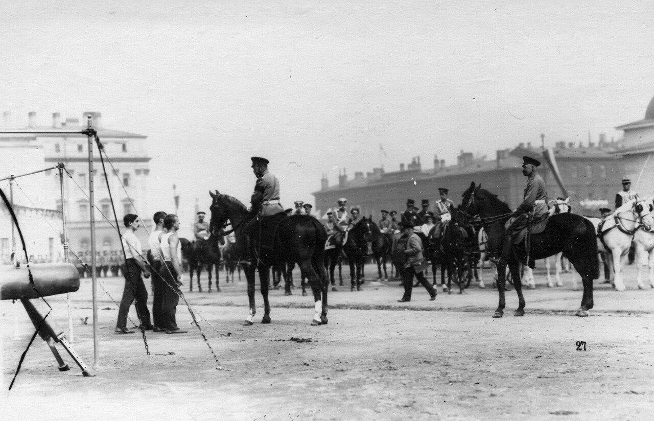 87. Император Николай II во время беседы с гимнастами после выступлений на смотрена Марсовом поле