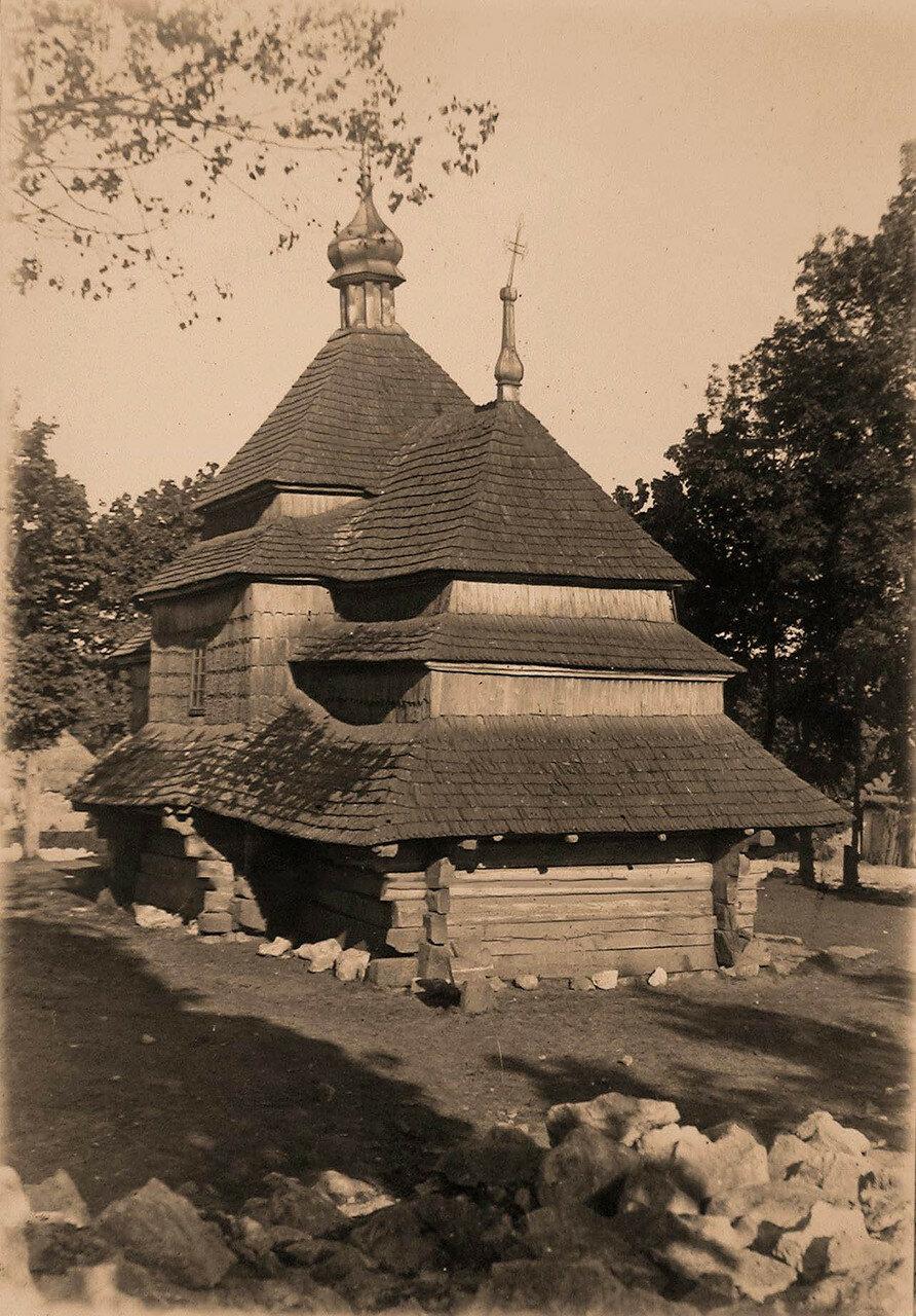 40. Вид старинной галицийской церкви.  Галиция, Зарубинцы