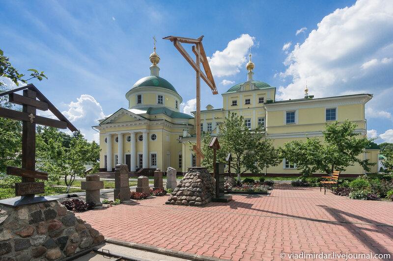 Памятник жертвам репрессий в Свято-Екатерининском монастыре