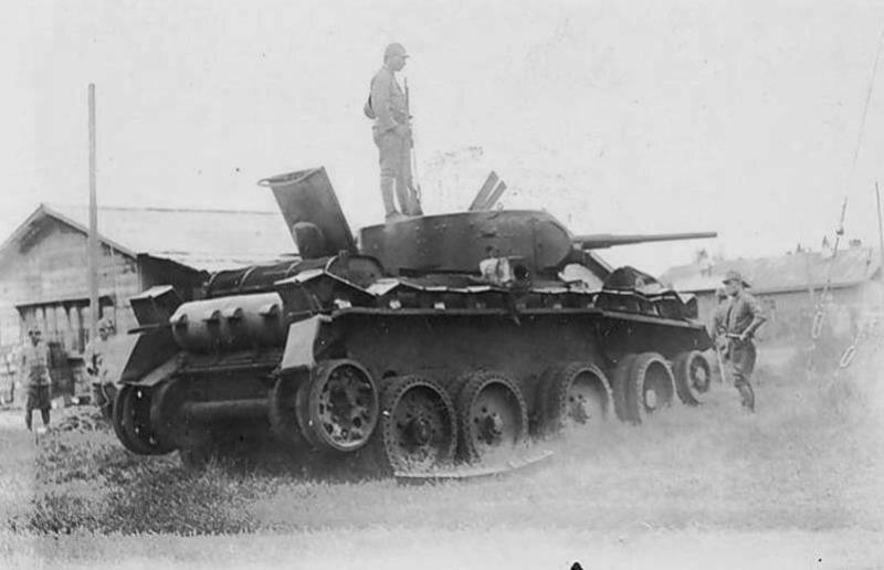Захваченный японцами танк БТ-5. Халхин-Гол, 1939 год.