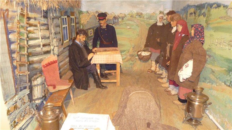 Музейная экспозиция. Урядник и староста решают, как поступить с семьей должника..jpg