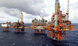 Нефть стремится к $45 за баррель