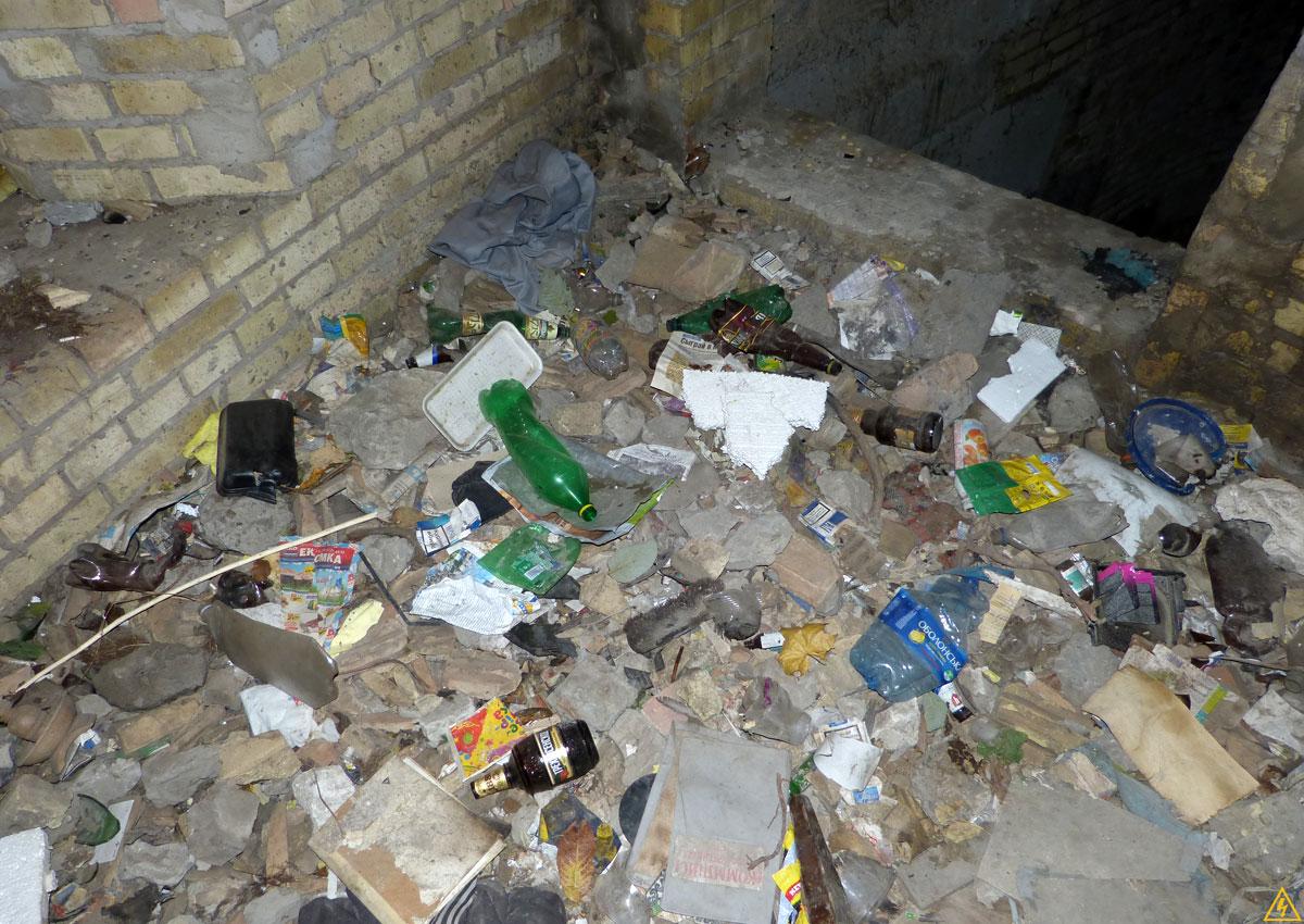 ДК «Бомж» или Зáмок мусорного страха