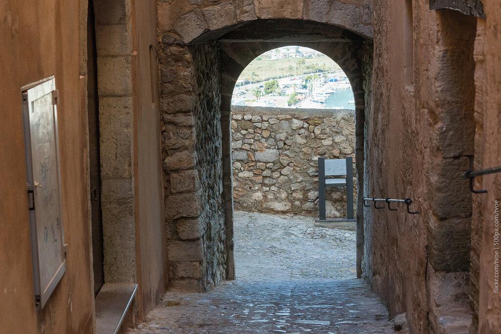 Каменные стены старого города Ибицы