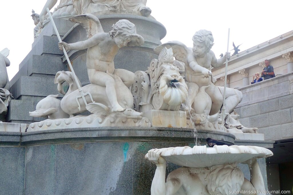Парламент. Деталь фонтана.