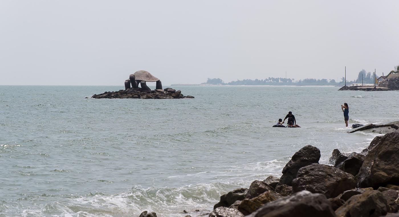 Фото 14. Черепаха - один из персонажей поэмы Phra Aphai Mani. Окрестности города Хуахин. Поездка на машине по Таиланду в феврале 2015.