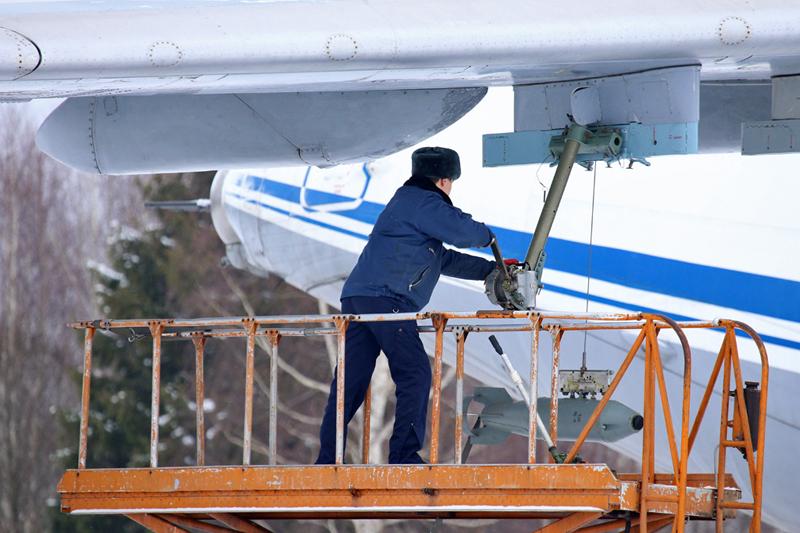 Avión de carga y transporte militar Ilyushin IL-76MD-90A (IL-476) 0_11d631_47b1301b_orig