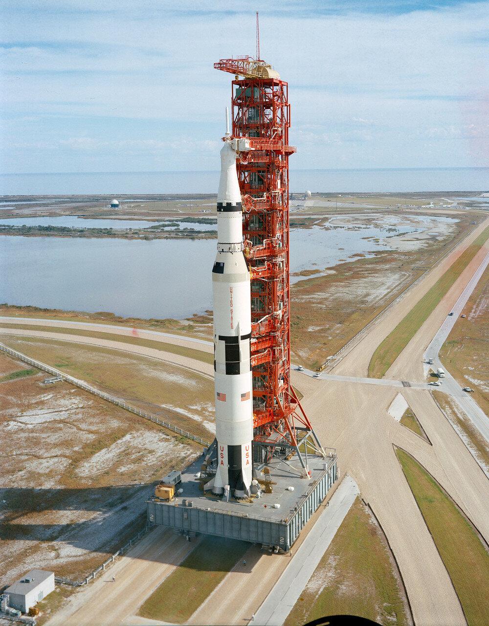 В Центре управления запуском среди почётных гостей присутствовал вице-президент США Спиро Агню и несколько министров. На космодроме и в прилегающих районах старт наблюдали около 500 тысяч человек.