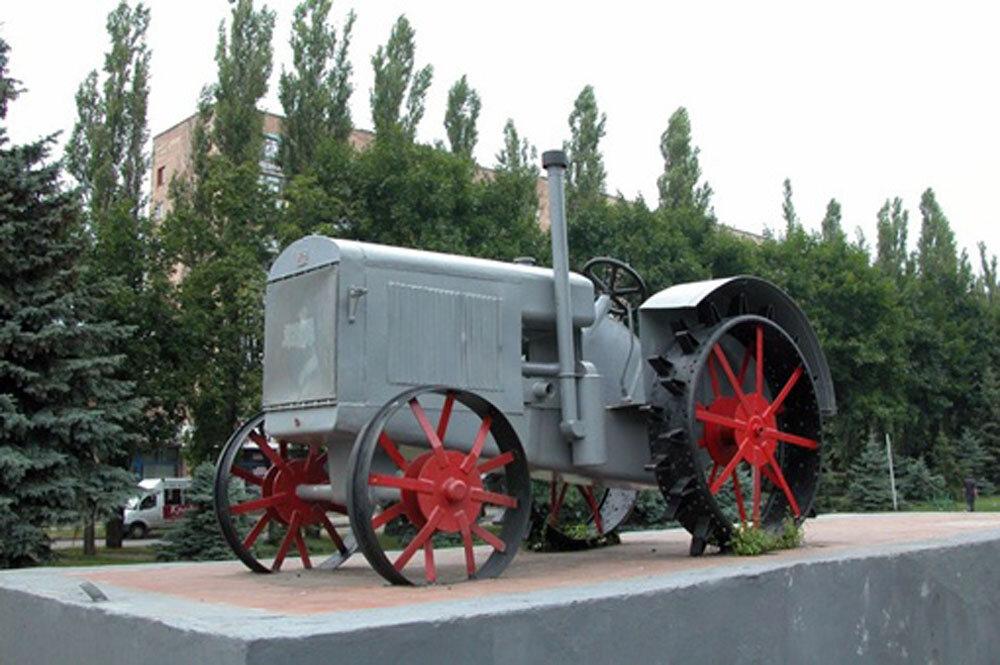 Легендарный СХТЗ-15 30 делался целиком из железа, даже колеса были из металла.jpg
