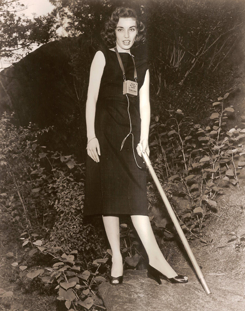 Geiger counter that Margie Pratt uses in a New York Park, Jun 1955.jpg