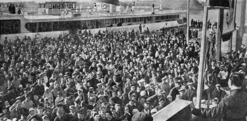 31 1 мая 1937 Дмитров Журнал 'Огонёк' 1937 №16-17 (20 июня). Фото П.Трошкина.jpg
