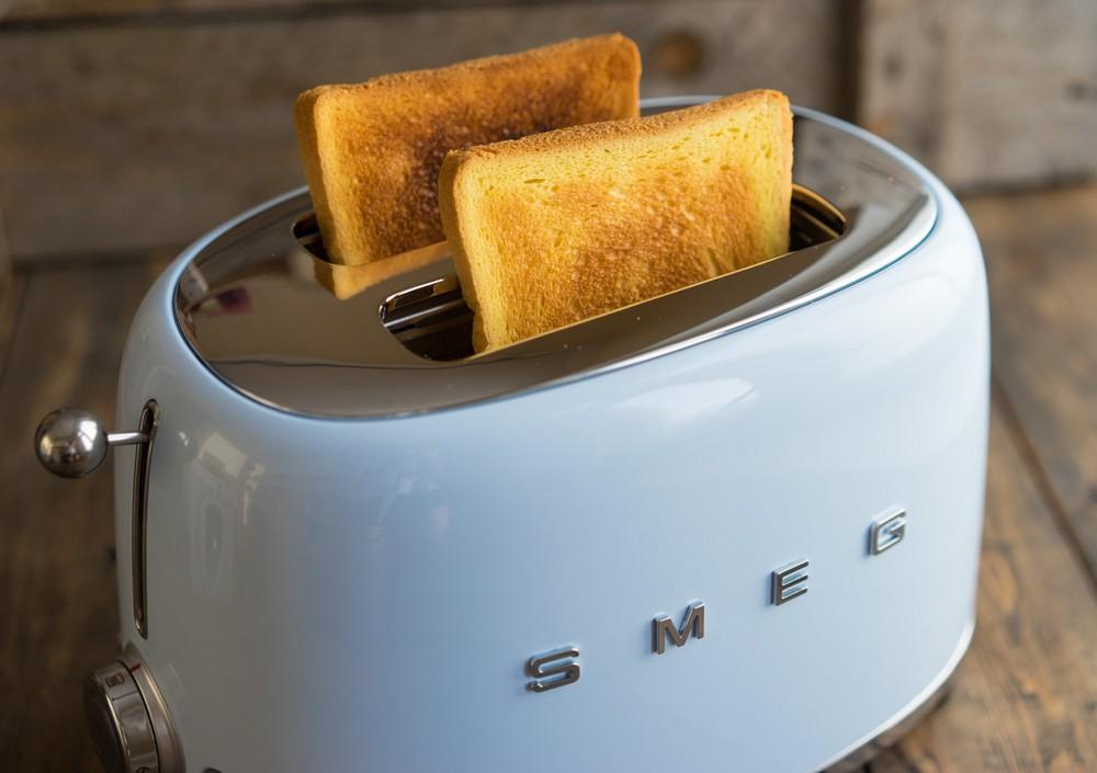 хлебные тосты в тостере Смег