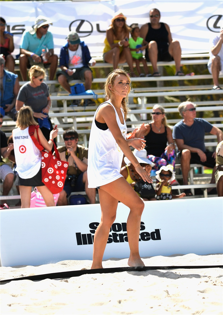 Турнир по пляжному волейболу среди моделей купальников Sports Illustrated Swimsuit Beach Volleyball Tournament - Miami February 20, 2014
