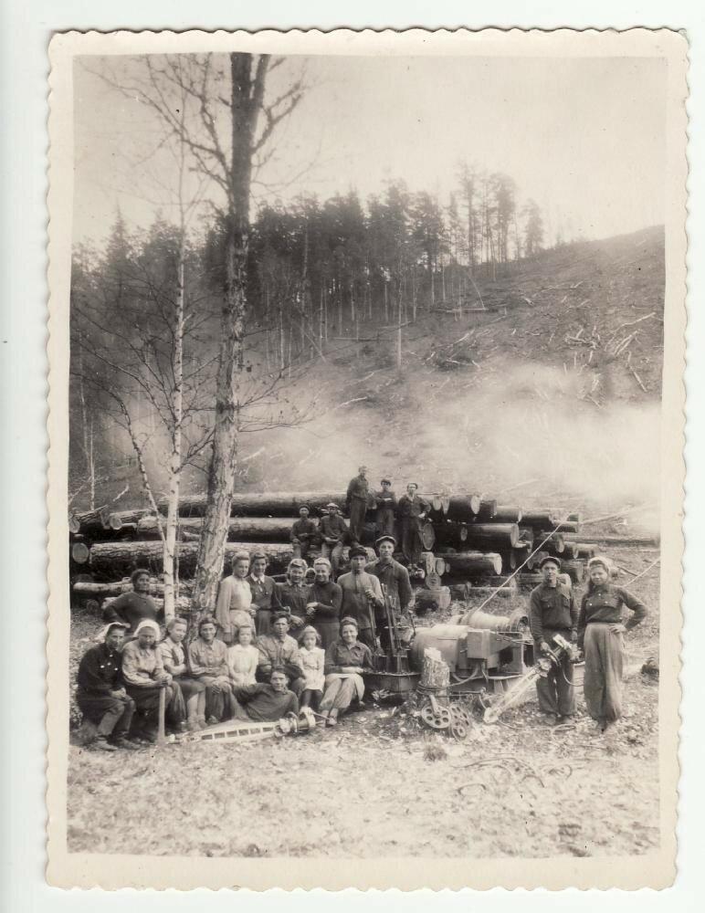 Бригада литовских ссыльных на лесоповале в Манском районе Красноярского края. 1950