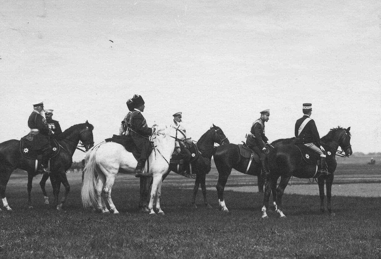25. Император Николай II и итальянский король Виктор Эммануил III с группой генералов на параде