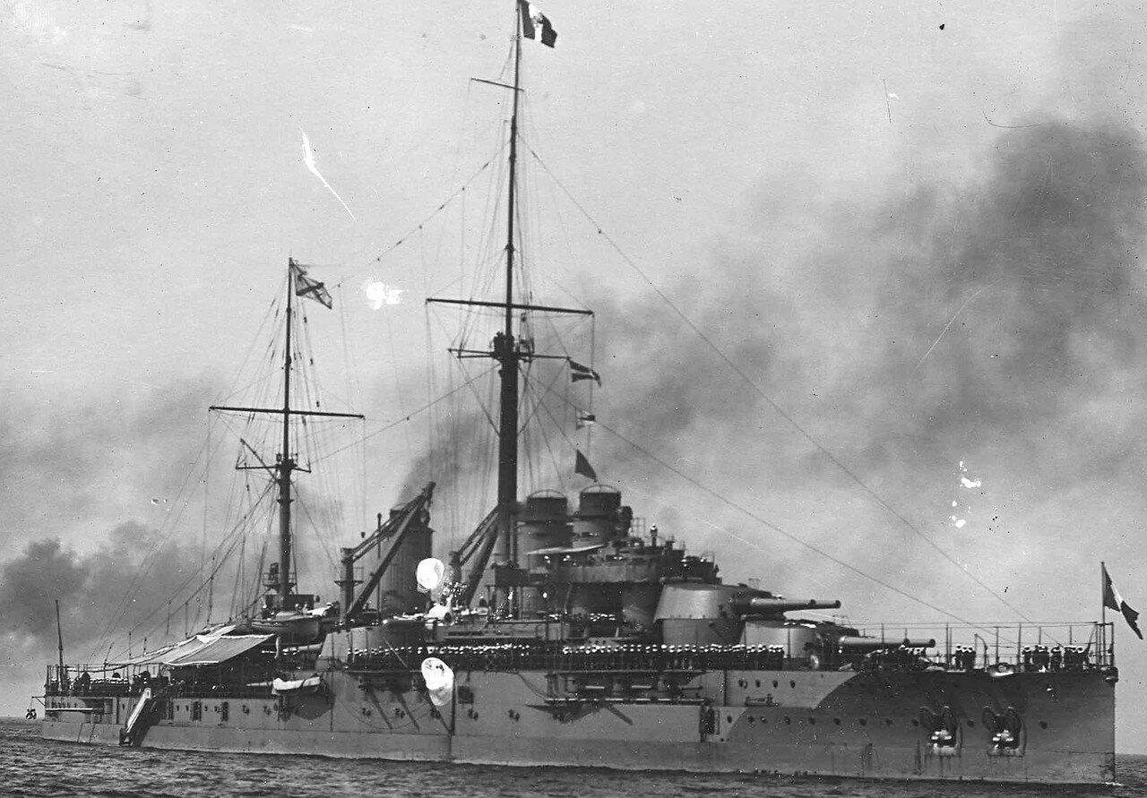 02.Броненосец «Франция», на котором Р.Пуанкаре прибыл в Россию, на Кронштадтском рейде. 7 июля 1914