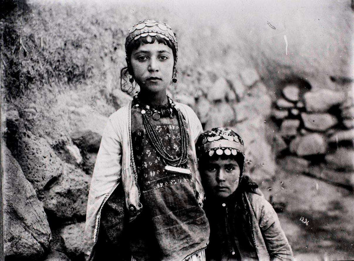 Две девушки кочевников Шахсавана
