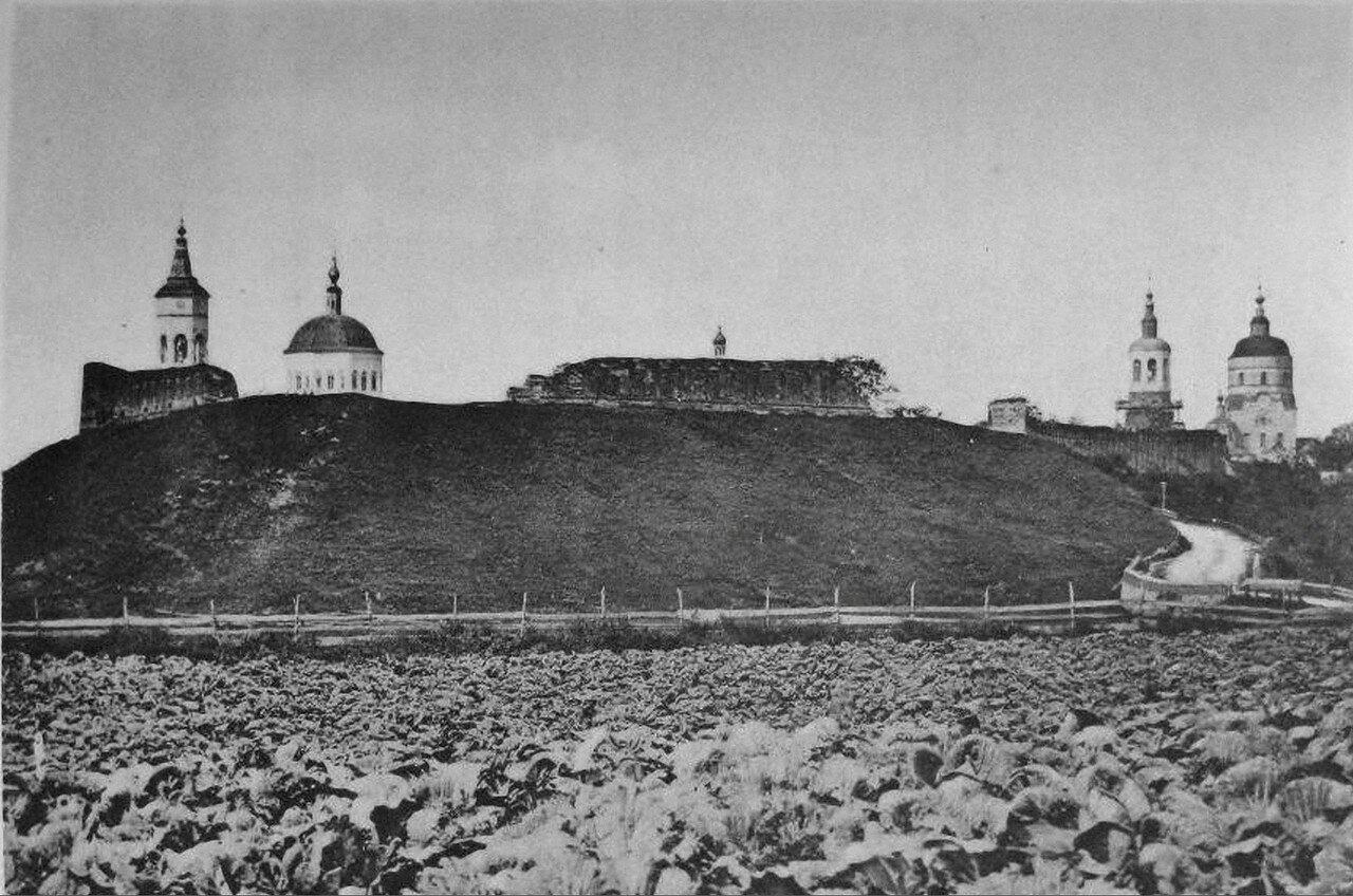 Вид древнего каменного города со стороны нового въезда