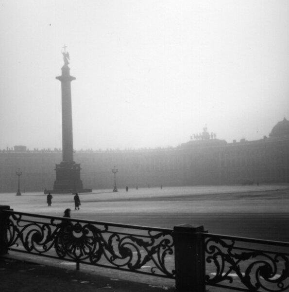 Вид на Дворцовую площадь. Автор Лев Шерстенников, 1955.jpg