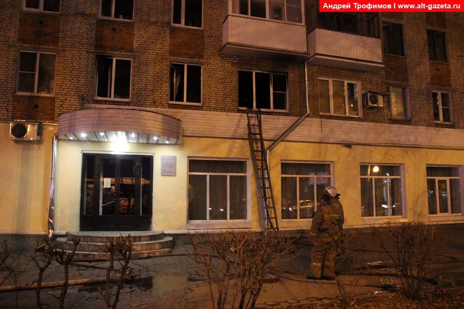 Пожар в квартире над библиотекой им. Горловского
