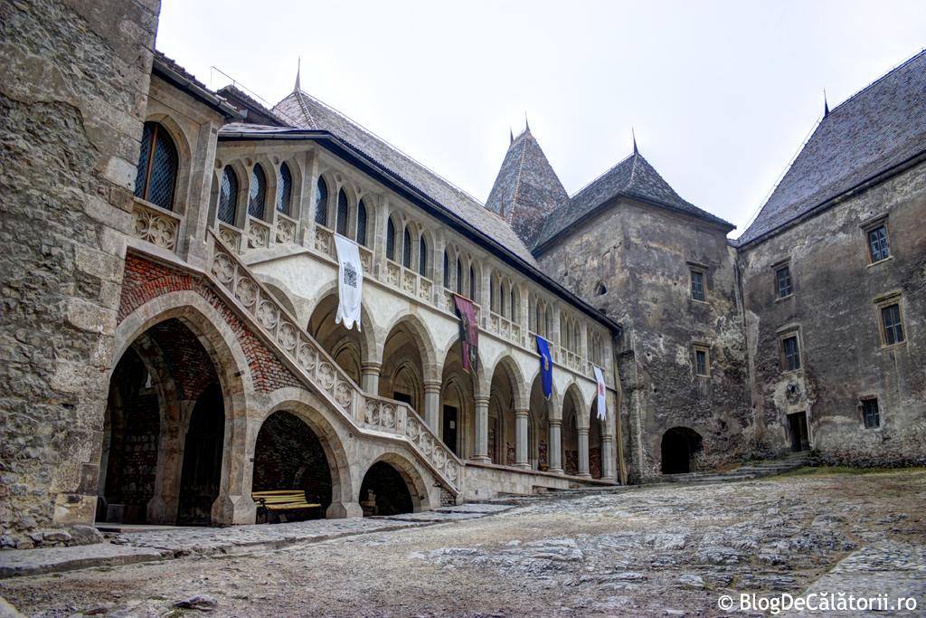 castelul-huniazilor-corvinilor-corvinestilor-hunedoarei-03.jpg