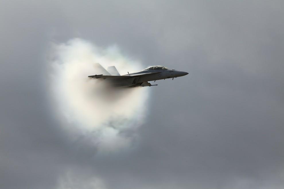 5. Опять же, подумайте о самолете, как об источнике, а о звуке – как о гребне волны. Эти гребни звук