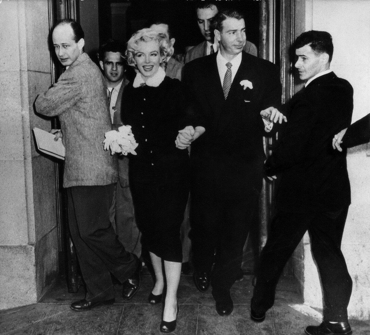 Marilyn Monroe With Joe Dimaggio