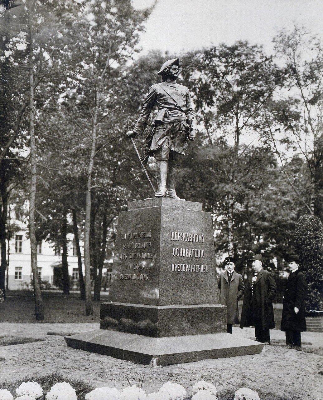 Памятник императору Петру I на Кирочной улице. 1910