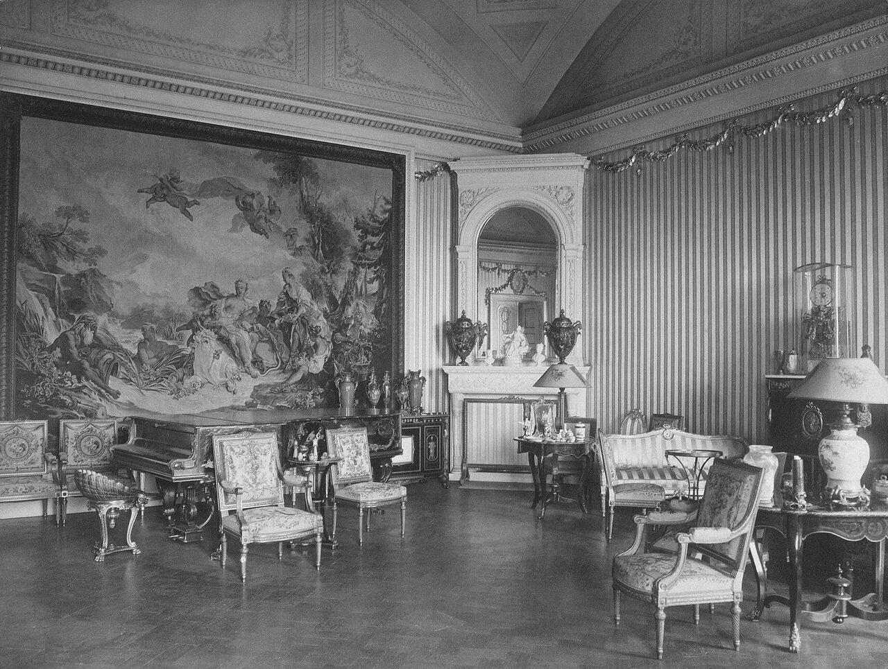 Серебряная гостиная (в стиле Людовика XVI)
