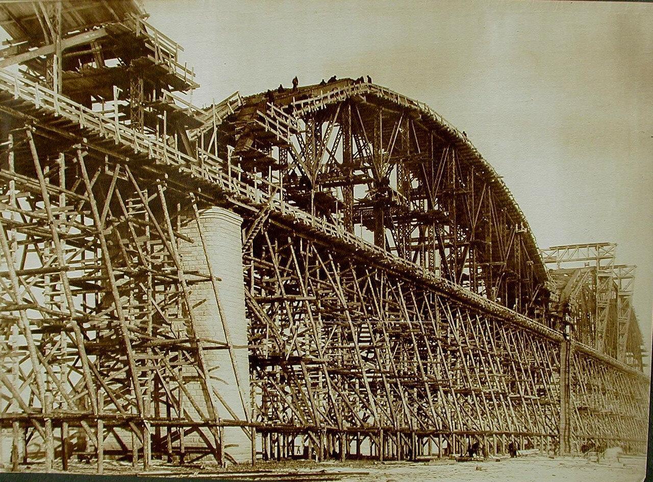 14. Общий вид сборки моста (через р.Зею) на подмостях