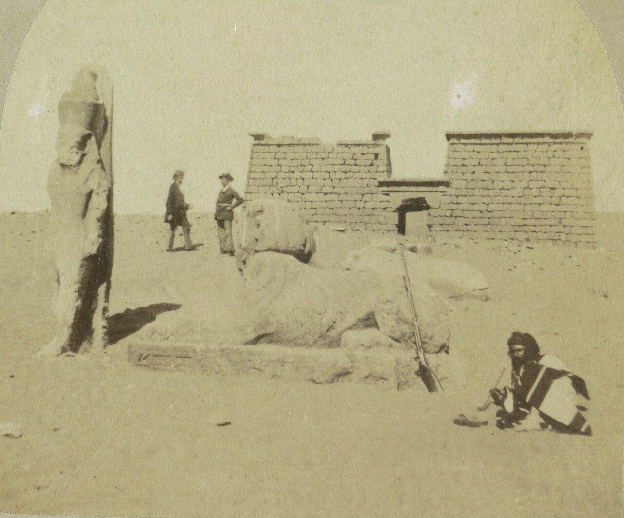 Колоссы и сфинксы у входа в храм в Вади эс-Себуа. 1856