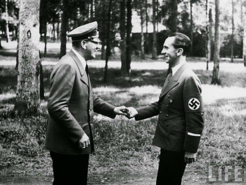 Гитлер и министр пропаганды Геббельс